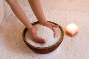 Методы укрепления волос солью