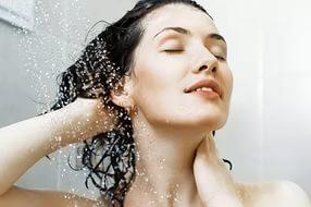 Уход за волосами под душем