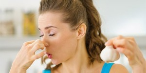 Как избавиться от неприятного запаха лука
