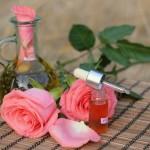 Розовое масло: применение для волос